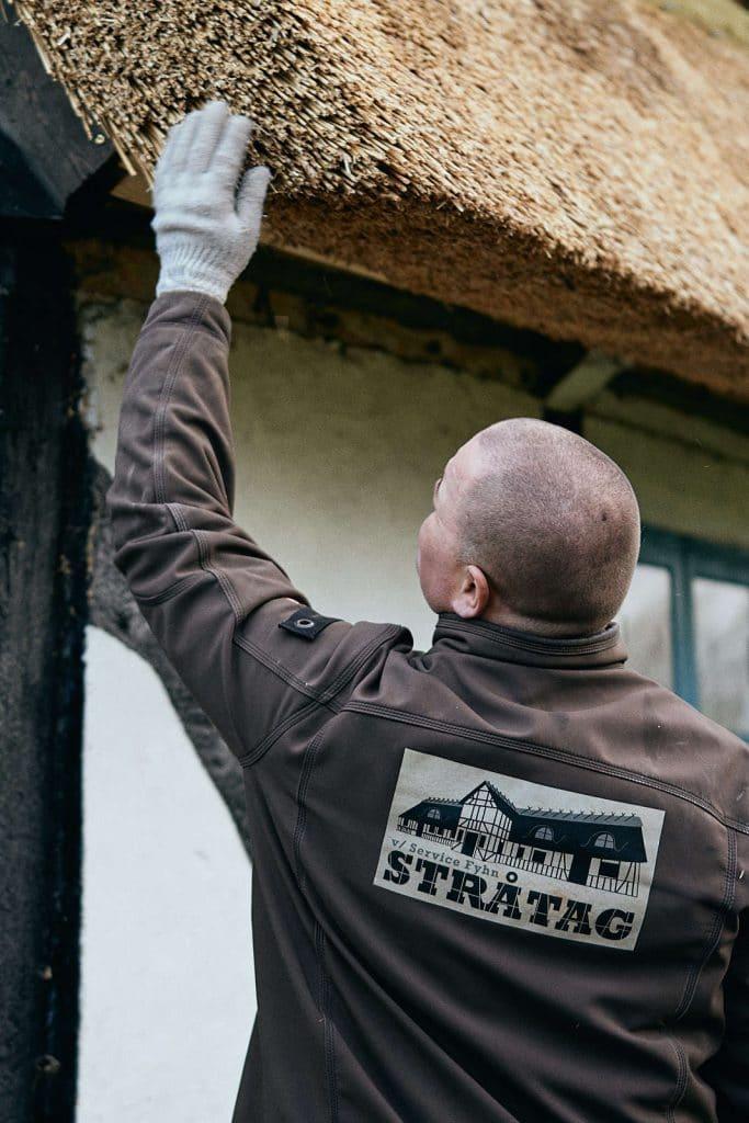 Nyt stråtag eller reparation - Stråtag Fyhn. Din tækkemand